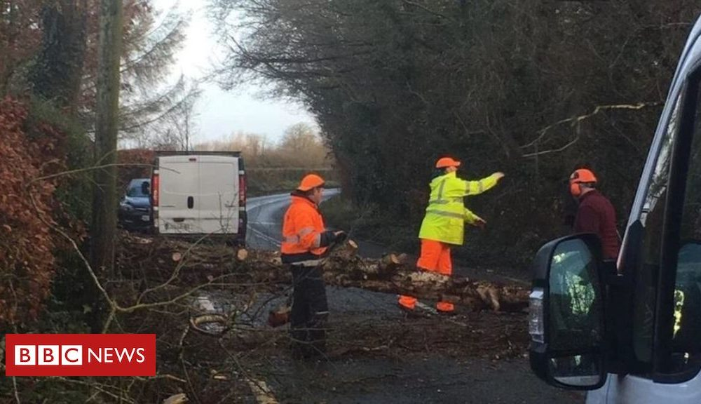 """Northern Ireland Storm Atiyah: """"Status red"""" wind warning for County Kerry"""