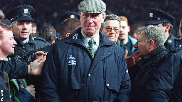 Northern Ireland Jack Charlton: Tributes paid by England, Republic of Ireland and former clubs